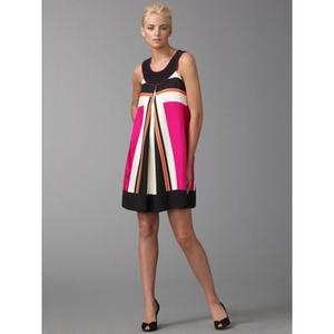 Sukienka dla szczupłej w geometryczne wzory